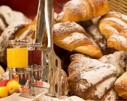 Discover our breakfast! Hotel booking Porto Antico di Genova, 3 star hotel in the Centre of Genoa and in front of the Aquarium!